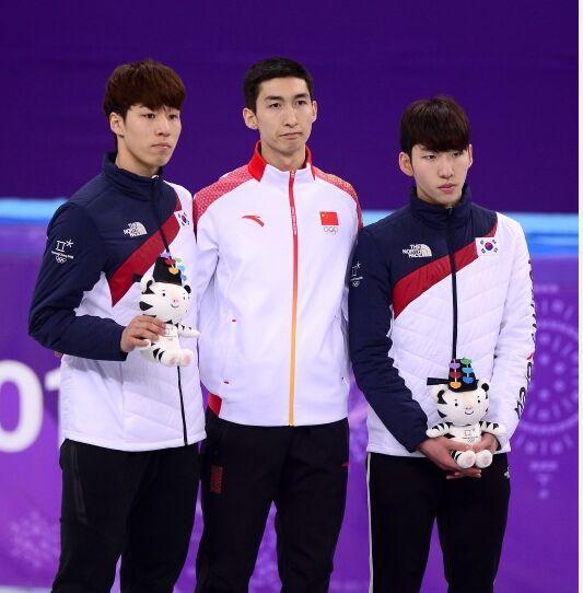 左至右依次为:黄大宪(韩)、武大靖、林孝俊(韩)