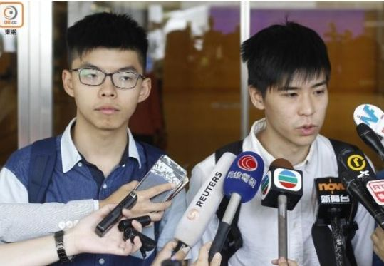 16名被告包括黄之锋(左)、岑敖晖(右)等于今日判刑。(资料图片)
