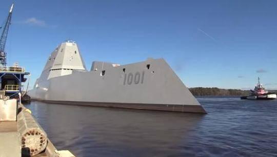 """""""麦可·孟苏尔号""""试海第二天抛锚。(图片来源:美国海军研究协会新闻网)"""