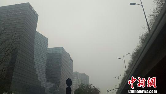 浙江多地霾天气持续 张煜欢 摄
