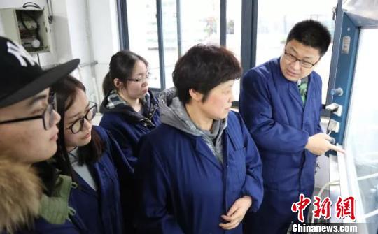 陈惠芳教授带领团队开展研究。 受访者供图。