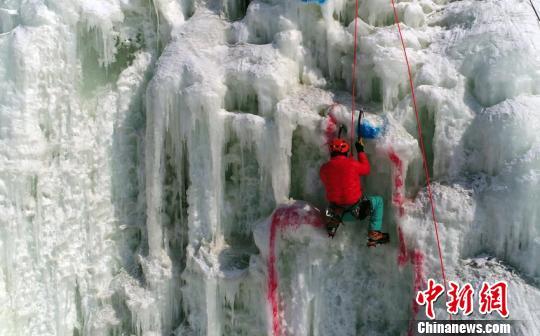 比赛分速度攀冰和难度攀冰两大项 刘栋 摄