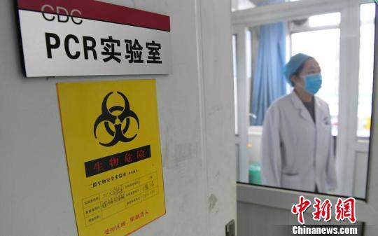 12日,山西省疾控中心通报,该省流感监测结果显示,2018年1月1-10日,全省各级医疗机构报告流感病例732例,较上年同期(236例)上升了210.17%。 范丽芳 摄