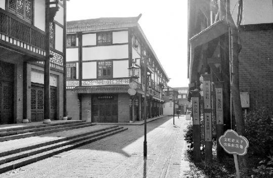 地处宜昌市夷陵区的——龙泉铺古镇多处商铺大门紧锁。本报记者柳莺摄