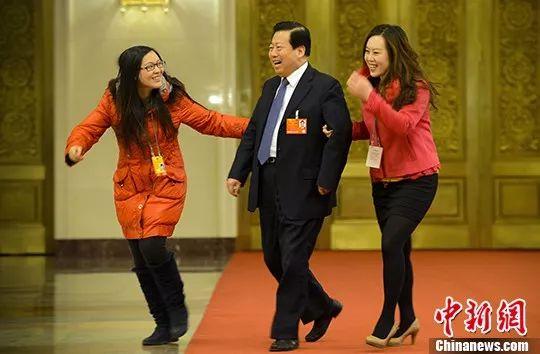 2013年3月14日上午,时任环保部部长周生贤接受记者采访。中新社记者 刘震 摄