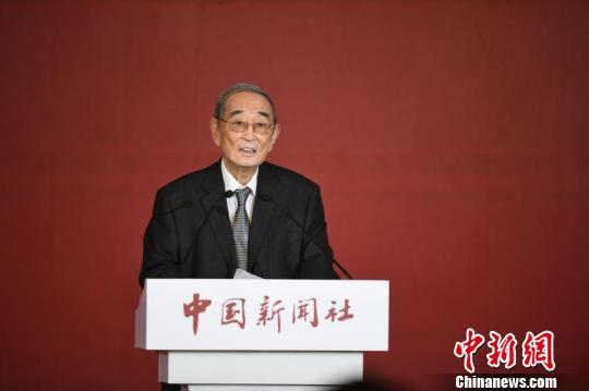 图为著名经济学家厉以宁在中国新闻社主办的国是论坛2017年会上发言。 崔楠 摄