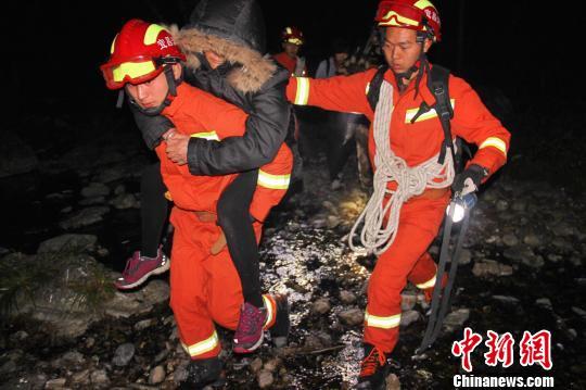6名老年驴友被成功救出