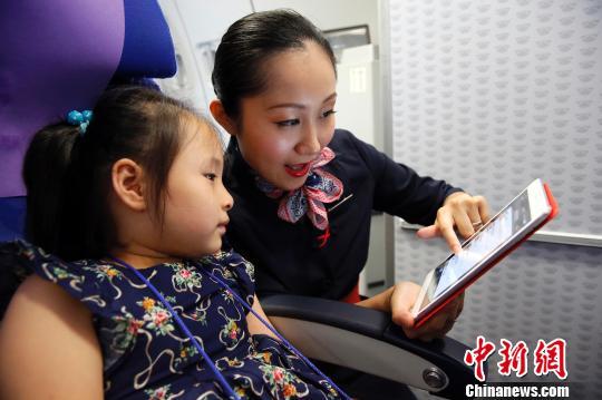 东航宣布放开飞机上手机使用限制。