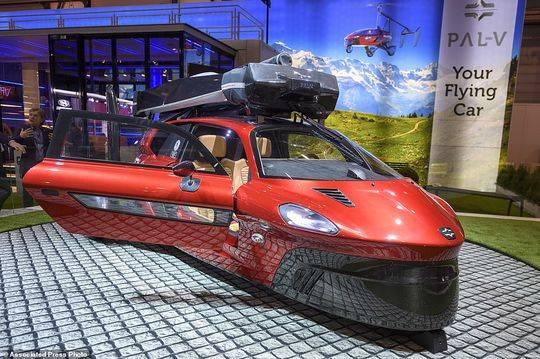 见识一下!全球首辆飞行汽车亮相2018瑞士车...