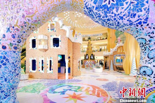 亚洲最大规模高迪主题展登陆上海 逾百万块马赛克手工拼贴
