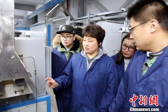 陈惠芳教授与她的团队积极探索科技创新。 受访者供图。