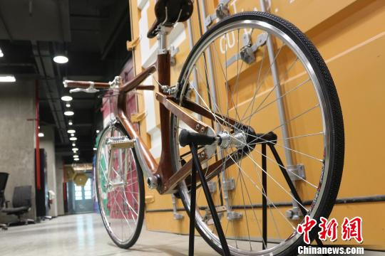 自行车制动系统为皮带传动。 王昊昊 摄