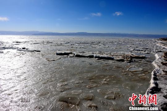 强冷空气致青海湖加速封冻