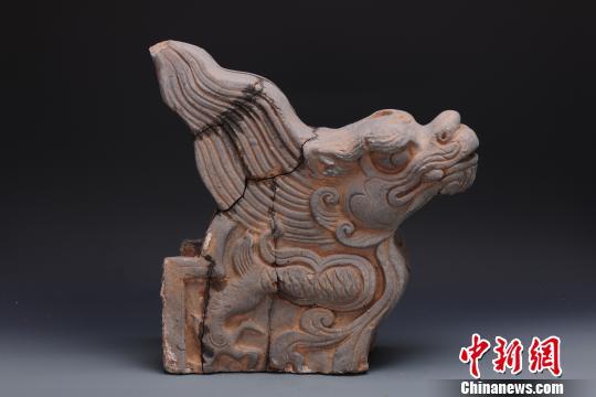 江西龙虎山大上清宫遗址出土文物垂兽。(江西省文物考古研究院供图)