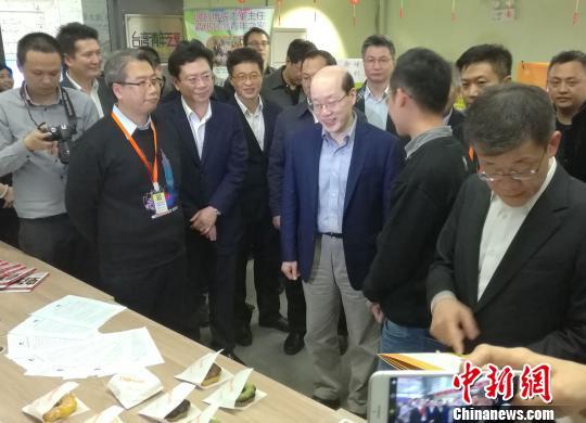 国台办副主任刘结一24日赴广州调研并慰问在穗台胞 郭军 摄