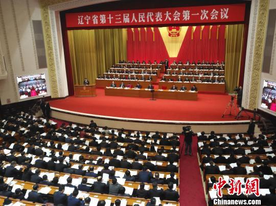 辽宁省代省长唐一军在做政府工作报告。 赵桂华 摄