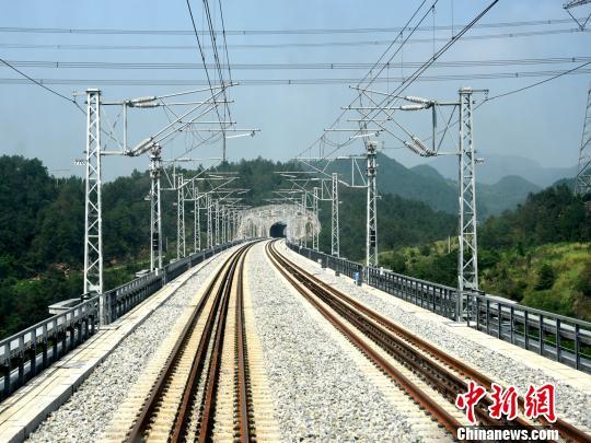 图为联调联试后的渝贵铁路。 中国铁路成都局集团有限公司 供图
