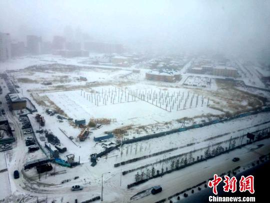 """哈萨克斯坦遭遇今冬罕见暴风雪 阿斯塔纳""""冷酷到底"""""""