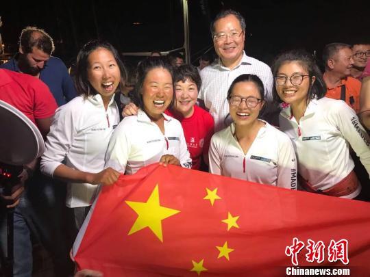 汕头大学女生划艇渡大西洋夺冠破世界纪录 李嘉诚基金会 摄
