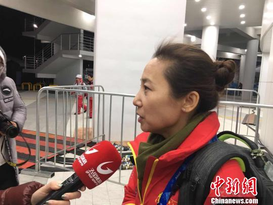 中国短道速滑队主锻练李琰以为,中国队的四名选手仍是本人裸露出成绩,才被裁判找到了弊病。 卢岩 摄