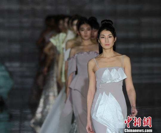 2018哈尔滨时装周暨首届世界时尚设计师大会启幕