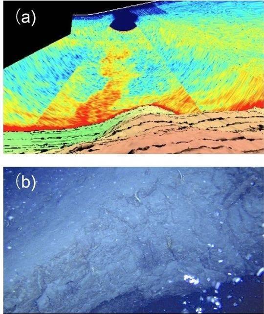 图a红色羽状纹是一种异常水流;图b是异常气泡;由遥控探测车在该熔岩穹丘上观测得到(神户大学)