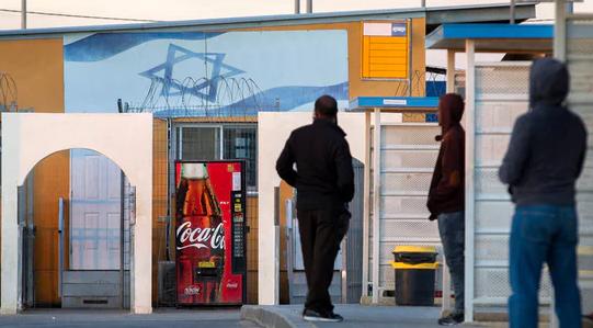 以色列对难民下驱逐令 难民:就不走 宁愿进监狱 (图片来源:卫报)