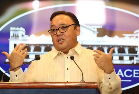 菲律宾总统府谈话人洛克(图源:《逐日问询者报》)