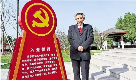 2017年12月,谢高华在义乌市七一村党建博览园留影。