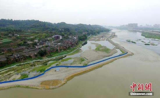 资料图:岷江河道。 刘忠俊 摄
