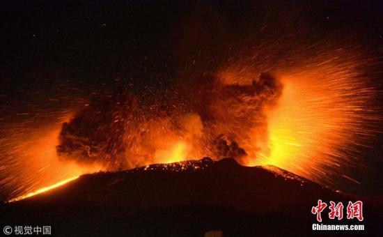 日本新燃岳火山数次爆炸性喷发 烟尘高逾4000米