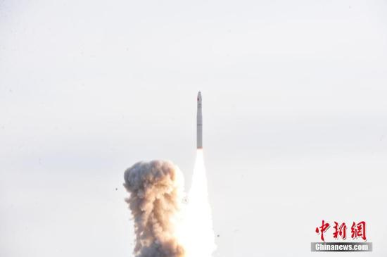 资料图:中国长征十一号固体运载火箭发射瞬间。中新社发 周雅露 摄