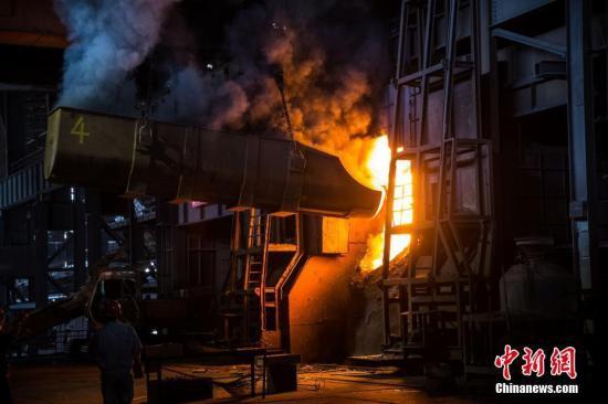 资料图:钢铁厂 中新社记者 李南轩 摄