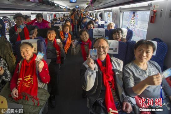 搭客乘坐西成高铁。 王曙天 摄 图片泉源:视觉中国