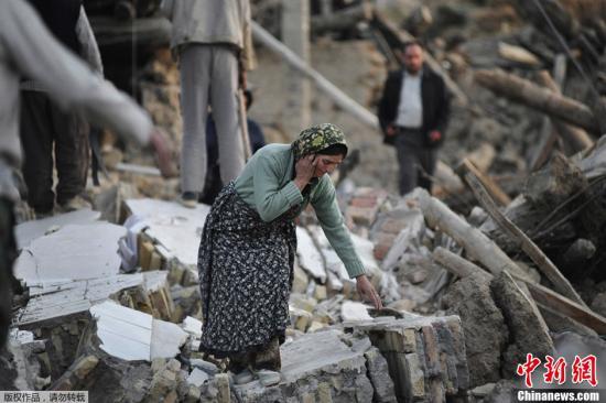 资料图:伊朗地震灾区。