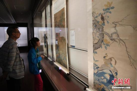 资料图:民众在台北故宫博物院内参观。中新社发 陈小愿 摄