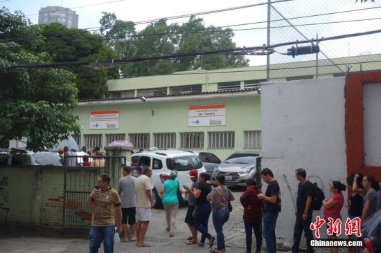 黄热病疫情加剧 巴西民众接种疫苗
