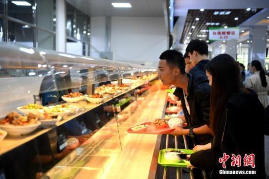 资料图:高校食堂。中新社记者 韩苏原 摄