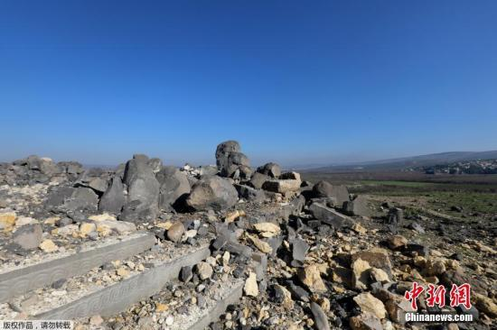 资料图片:叙利亚古庙在空袭中只剩残骸。