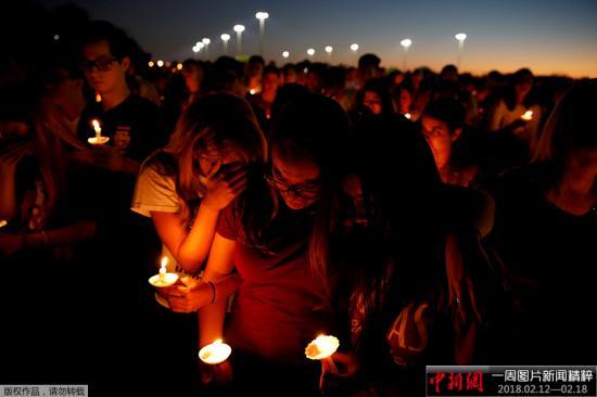 美国学校枪击案频发,学生示威要求控制枪支修改法令实行控枪