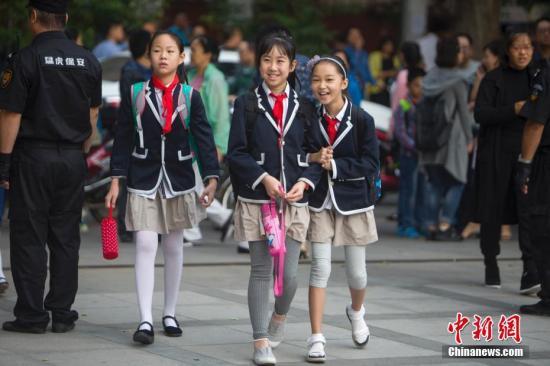 资料图:小学生返校上课。中新社记者 张云 摄