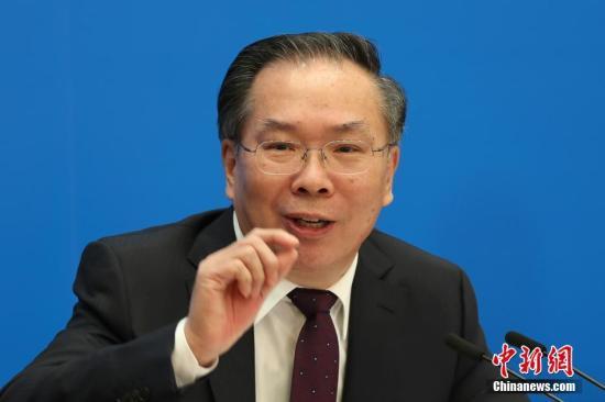 3月2日,全国政协十三届一次会议新闻发布会在北京人民大会堂举行,大会新闻发言人王国庆向中外媒体介绍本次大会有关情况并回答记者提问。中新社记者 泱波 摄