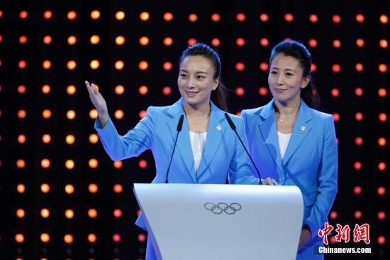 资料图:杨扬(右) 中新社发 杜洋 摄
