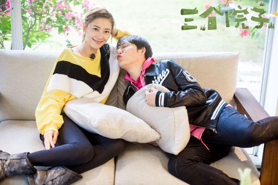 刘维做客《三个院子》拥抱应采儿 陈小春吃醋