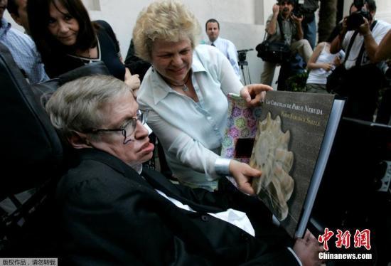 """""""轮椅上的物理学家""""霍金逝世 曾祝福中国考生"""