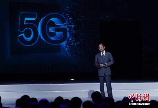 资料图:华为轮值首席执行官徐直军介绍华为3GPP 5G预商用系统。 中新社记者 杜洋 摄