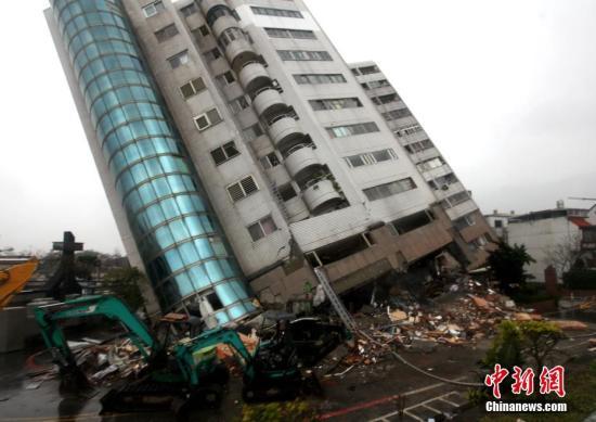 台湾花莲震灾受损最严重的云门翠堤大楼。中新社记者 黄少华 摄