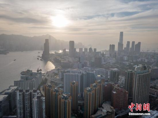 香港天文台发出雷暴警告 今日最高气温约32度