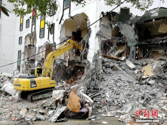 资料图:台湾花莲地震救援现场。中新社记者 肖开霖 摄