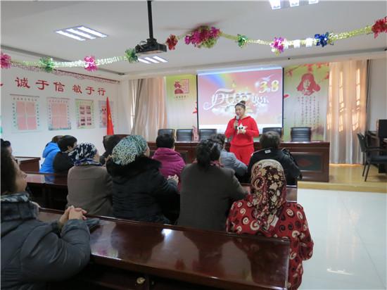 """新疆乌苏市南苑街道军民路社区开展""""做健康女"""